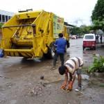Municipio realiza jornada de recojo de basura en las avenidas.