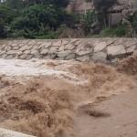 Fuerte caudal del río Lurín causa alarma en los habitantes