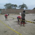 Vecinos construyen loza deportiva con recursos propios