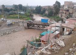 Pobladores se alarman por crecida de río Lurín.