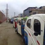 Paraderos informales de combis y mototaxis invaden en el sector Micaela Bastidas
