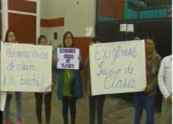 Padres exigen reinicio de clases escolares en Villa EL Salvador