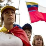 Ciudadanos venezolanos apoyan a presidente PPK tras pedido de vacancia