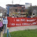Vecinos de Villa María del Triunfo protestan contra su alcalde por falta de recojo de basura