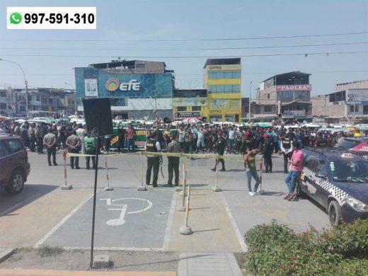 Mototaxistas bloquean avenida en busca de justicia en Villa El Salvador