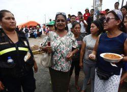 Jugadores de Alianza Lima llevan donativo a damnificados de Villa El Salvador